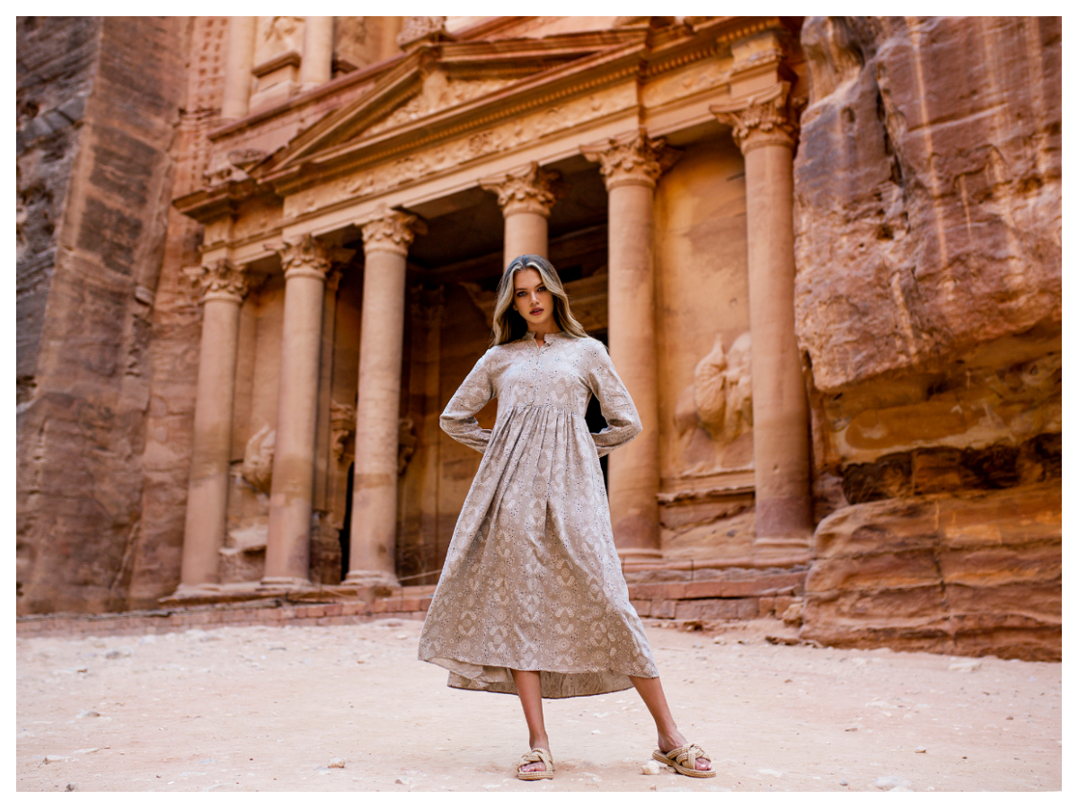 Eleganckie sukienki o kształcie litery A w kolorze nude